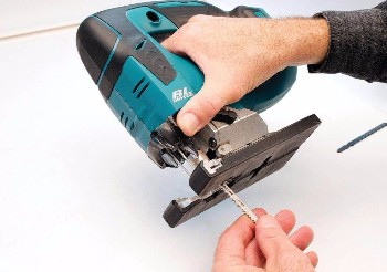 Decoupeerzaag Voor Tegels : Welke materialen zagen met een decoupeerzaag u timmermans loodgieters